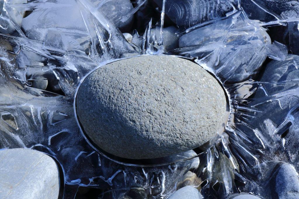 Eis um Stein
